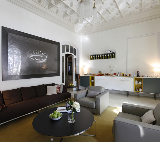 A Boutique Bed and Breakfast6 rooms. 1 terrace. 13 contemporary works of art.100 steps from La Pedrera. 8 local wines.27 local products. 91 family recipes.1 unique experience